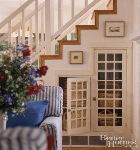 7 under stairs storage ideas bedrooms living rooms for Living room under stairs
