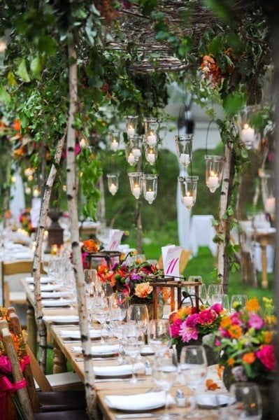 Cool table setting ideas for outdoor entertaining for Patio table centerpiece ideas