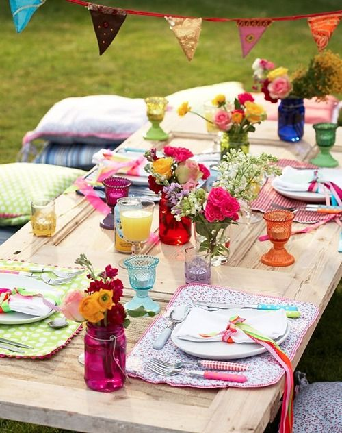 Cool Table Setting Ideas for Outdoor Entertaining -Decorated Life