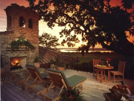 Original_Keith-Summerour-mediterranean-outdoor-fireplace_hgtv