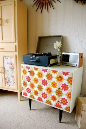wallpaper-chest-of-drawers