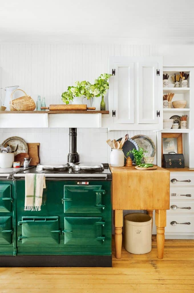 Farmhouse Kitchen in Bold Colors