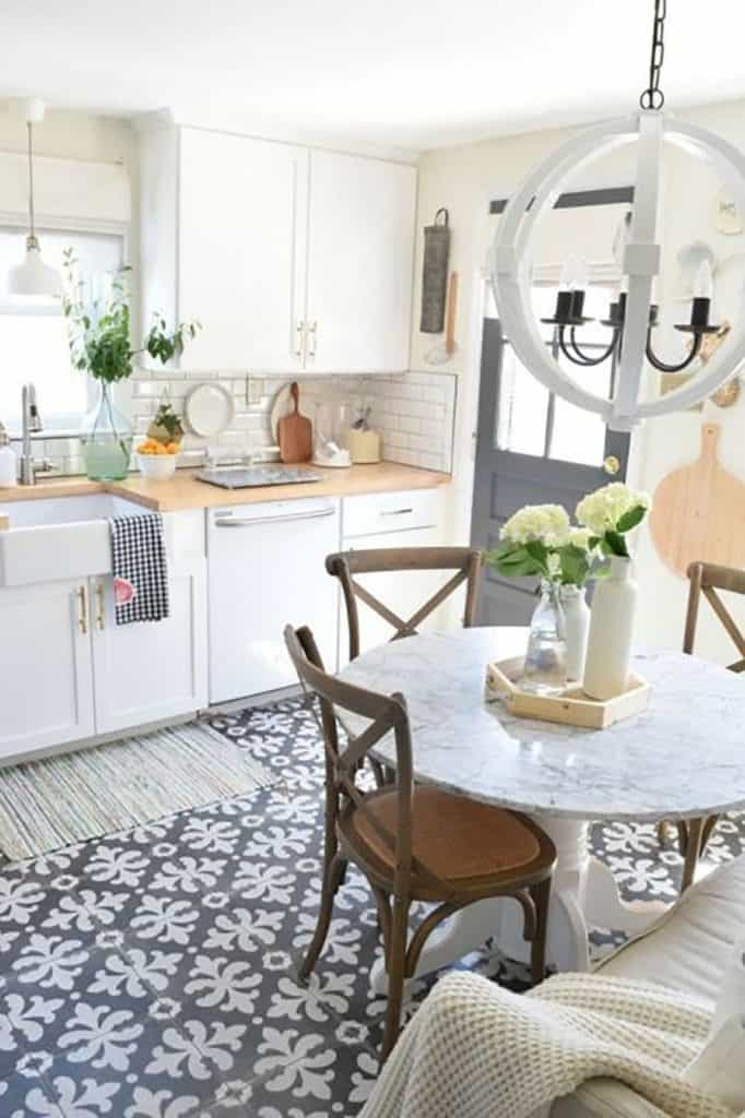 Farmhouse Flooring Pattern in the Kitchen