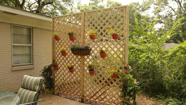 Install a Lattice Screen With Hanging Pots