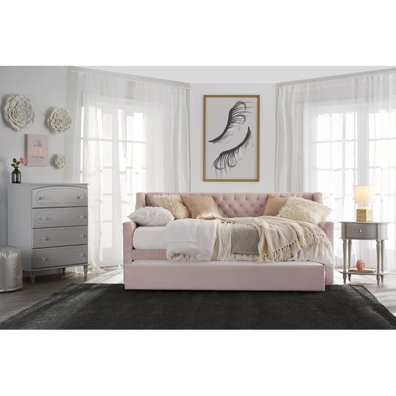 Look for a Cozy Daybed