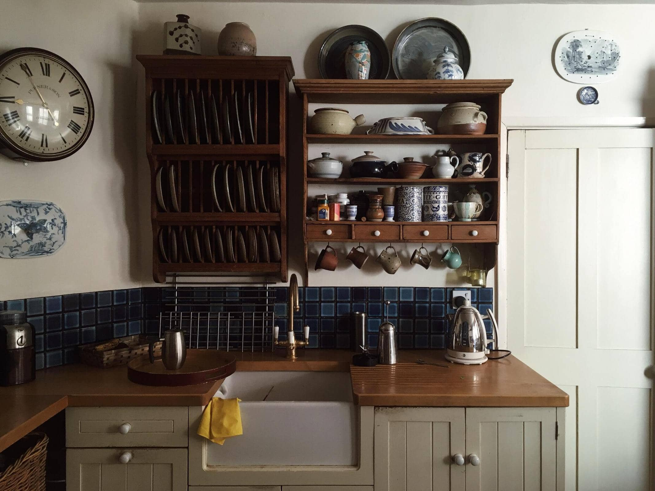 <strong>Add Some Antique Wooden Cabinets Or Dish Racks</strong>