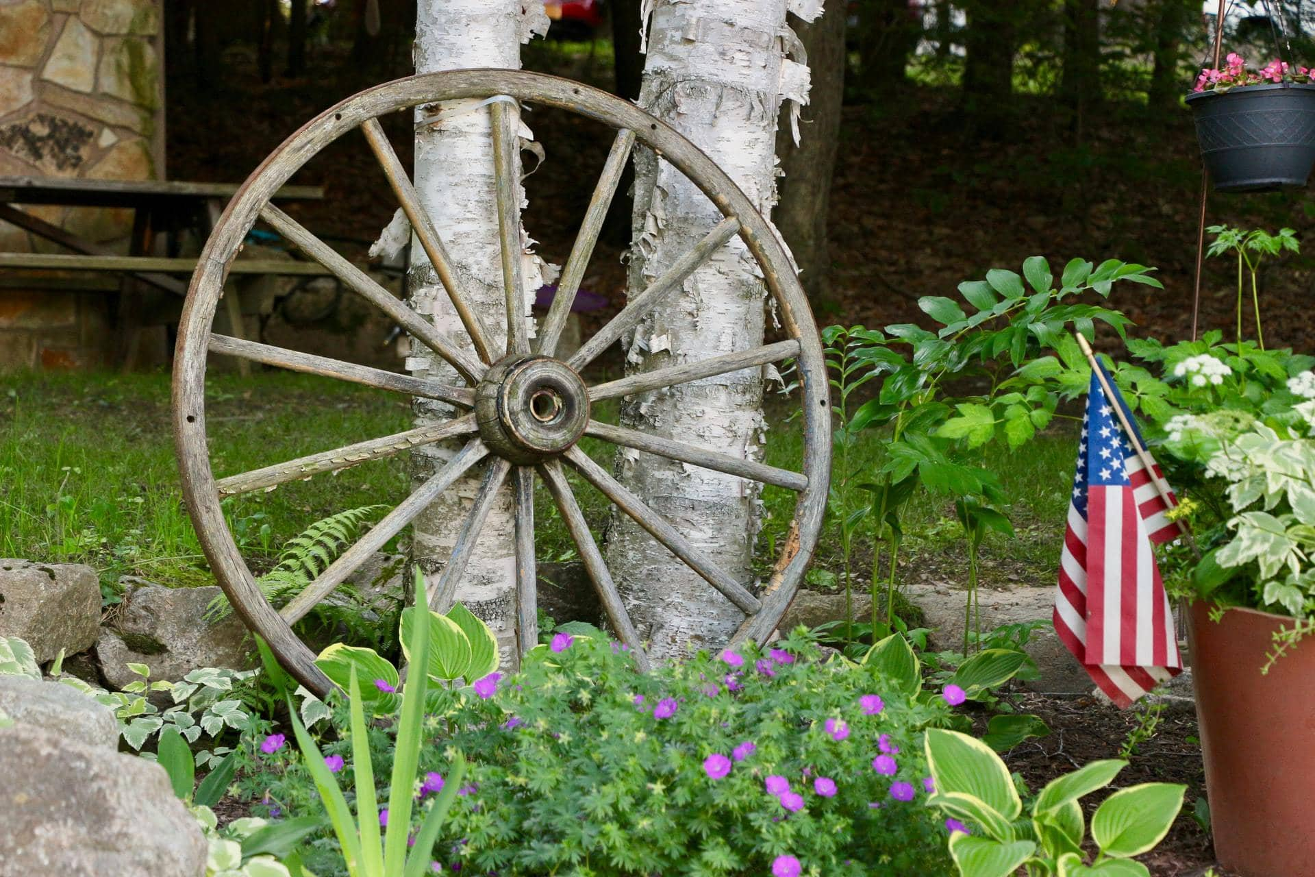 <strong>Upcycle an Old Wagon Wheel</strong>