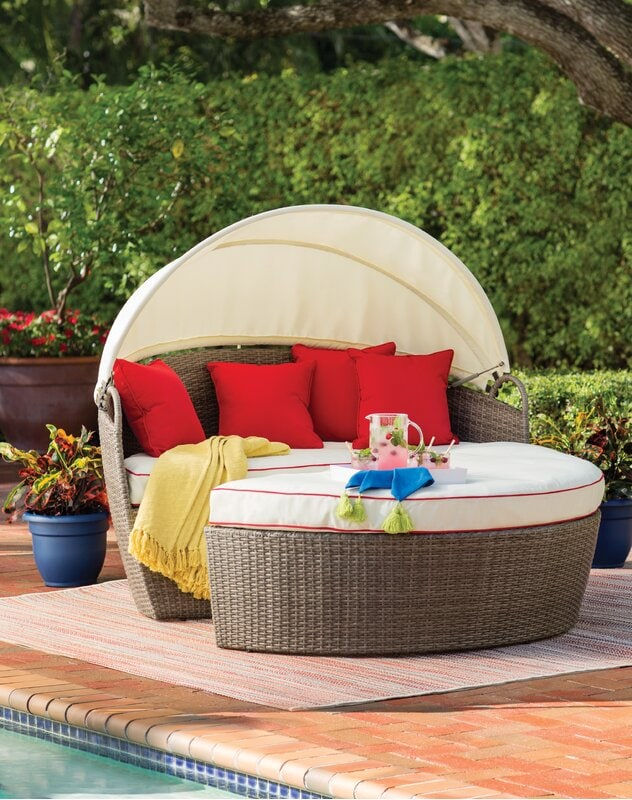 Daybed with a Retractable Canopy