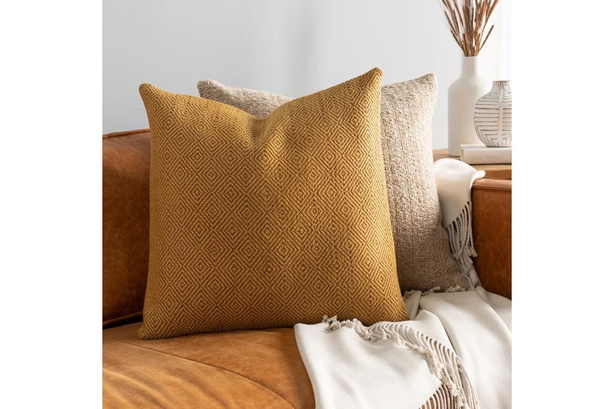 20 Stylish Throw Pillow Ideas For Brown Couches