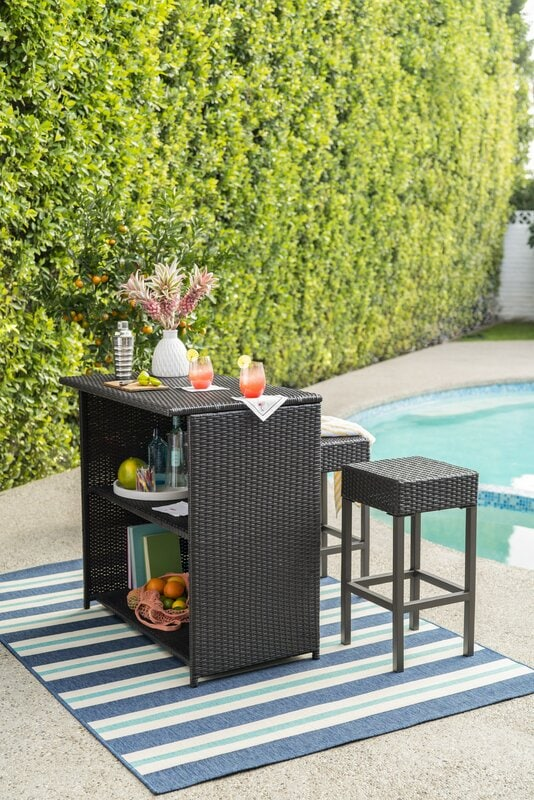 <strong>Channel a Resort Experience With Poolside Bar</strong>