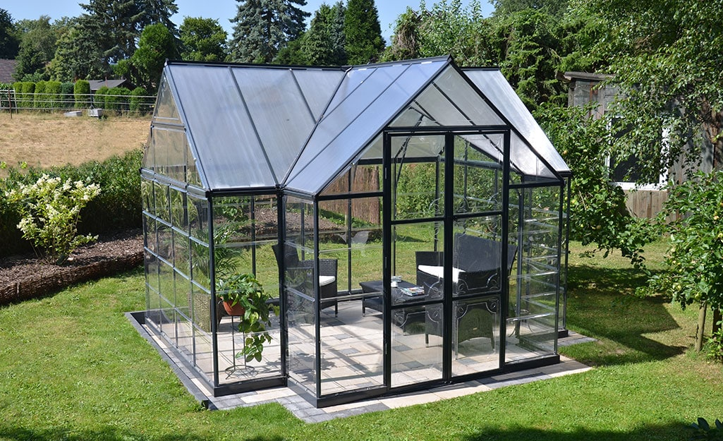<strong>Turn a Greenhouse Into a Living Room for 360 Views</strong>