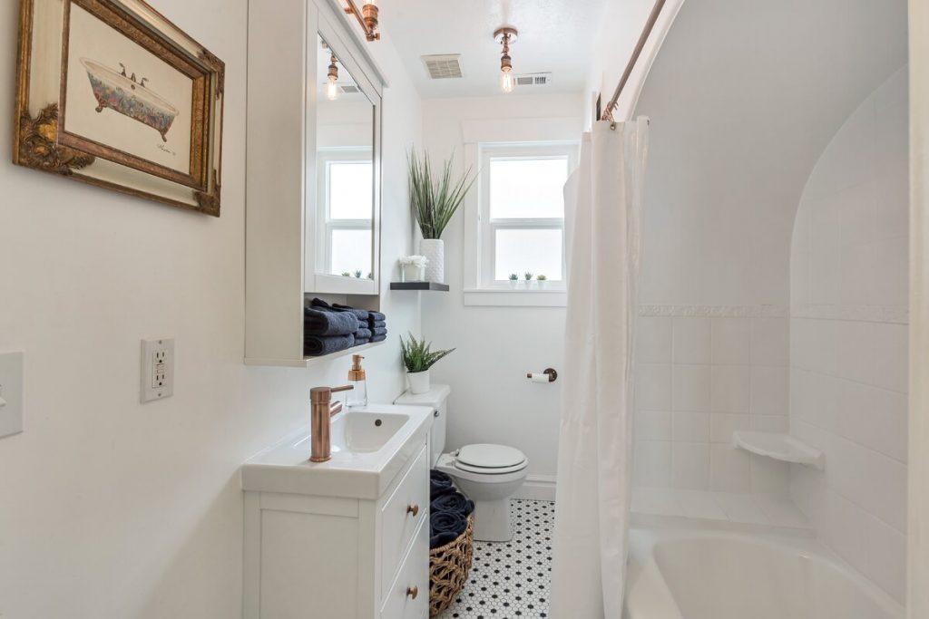 30 Stylish Creative Narrow Bathroom Ideas, Small Narrow Bathroom Designs