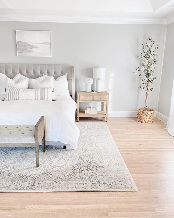 What is the Best Size Rug for Under a Queen Bed? - 10 Ideas