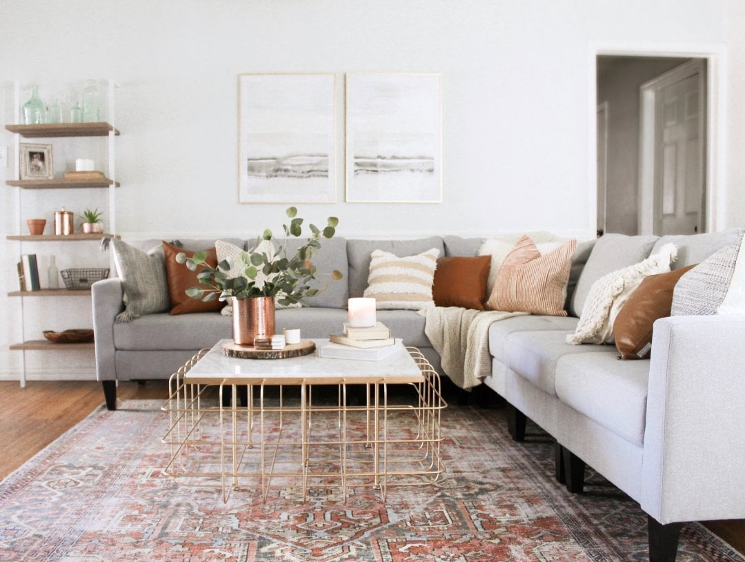 Place the Rug Under The Front Legs on Both Sides of The Sofa