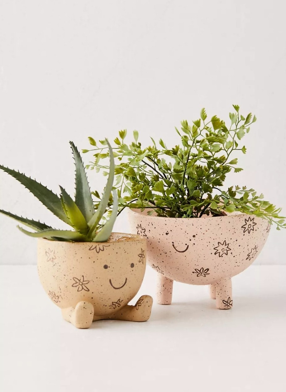 Make Friends with these Adorable Plant Pots<a href=