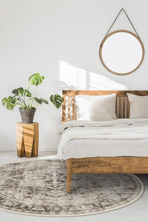 <strong>Use a Round Rug with a King Sized Bed</strong>