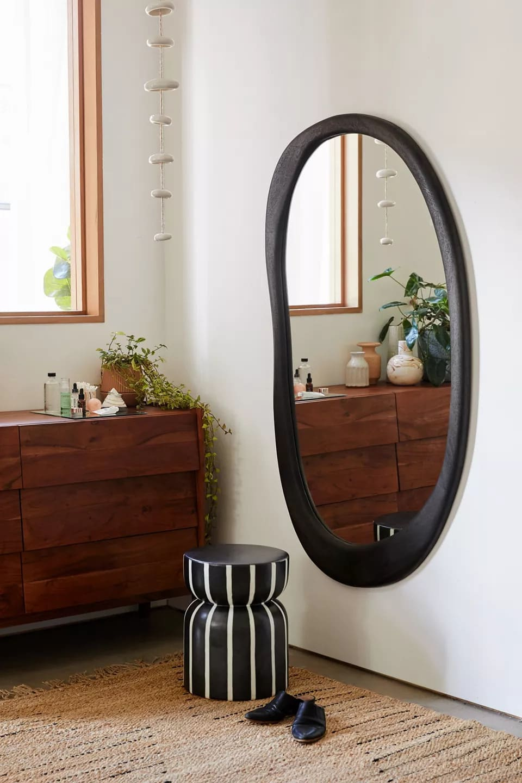 Choose an Asymmetrical Mirror for a Unique Aesthetic