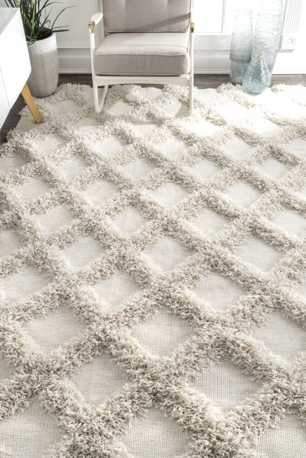 <strong>Use a Smaller Rug on One Side of your King Size Bed</strong>