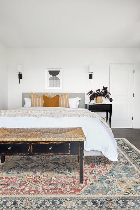 <strong>Choose Colorful Rugs to Tie a Space Together</strong>